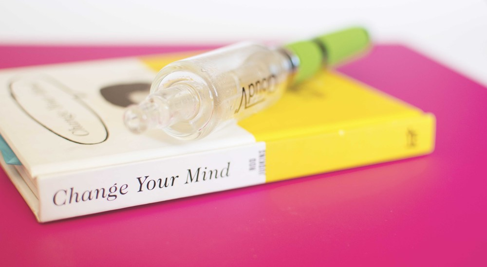 Staying Inspired:   Change Your Mind Book  /  CloudV Phantom Herbal Vaporizer + Bubbler Attachment