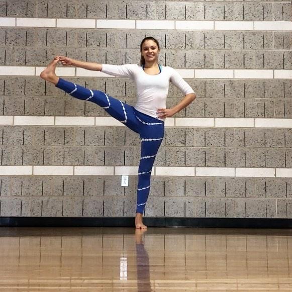 Power Pose 🐯  #utthitahastapadangusthasana #yoga #confidence #powerpose #standtall
