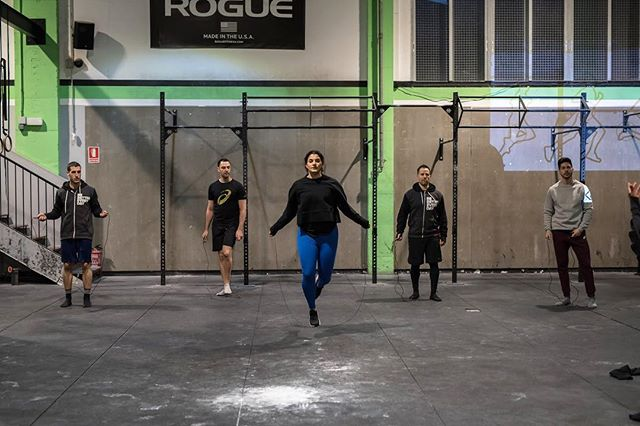 Great moment and wonderful movement @crossfitsantmarti @posemethod