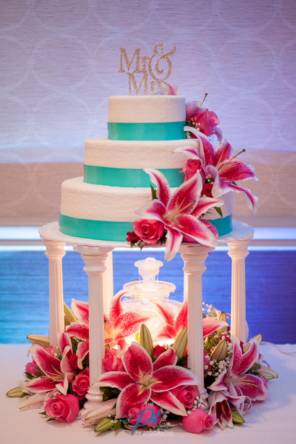 Uplighting and Wedding Cake - San Antonio Wedding Photographer