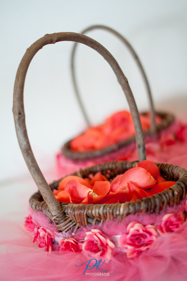 The wooden flower girl baskets were decorated with tulle.