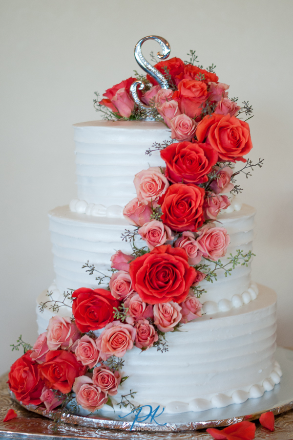 How beautiful is this wedding cake?