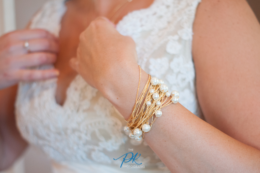 Denise's bridal jewelry was all gold with beautiful pearls.
