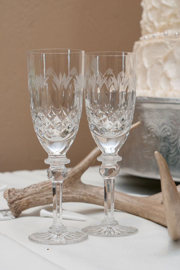 Champagne Flutes at the Lodge at Country Inn Cottages | San Antonio Wedding Photographer