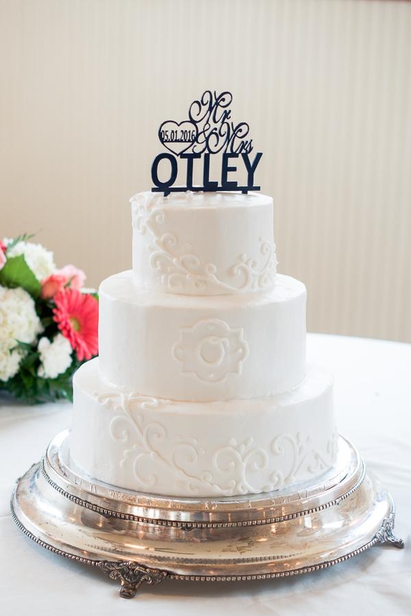 Simple White Wedding Cake | San Antonio Wedding Photographer