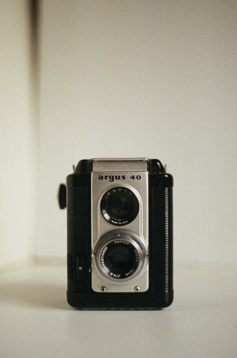 Argus 40 - 1950's Medium Format Psydo Twin Lens Reflex Camera