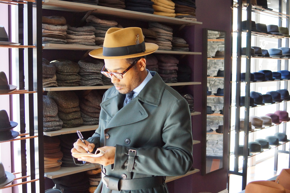 Coat by Brioni, Shirt by Kamakura, tie by Park en Madison Su misura, hat by Selentino
