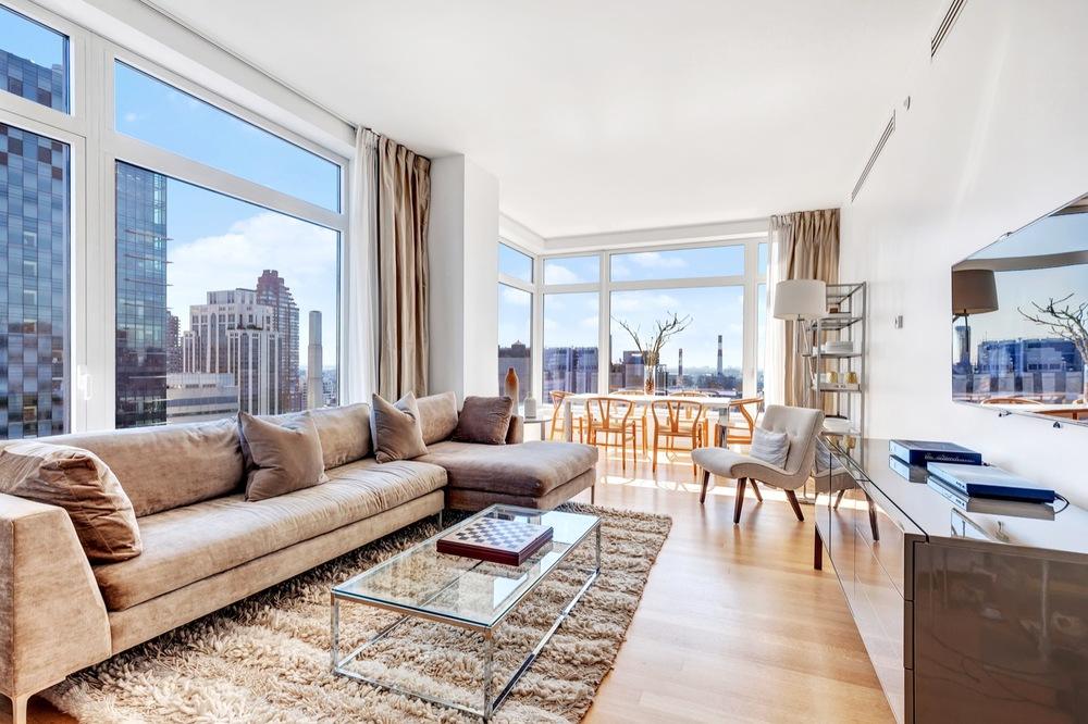 THE LAUREL // 400 EAST 67TH STREET // 3 BEDROOMS & 3.5 BATHROOMS // $19,000/MO >>