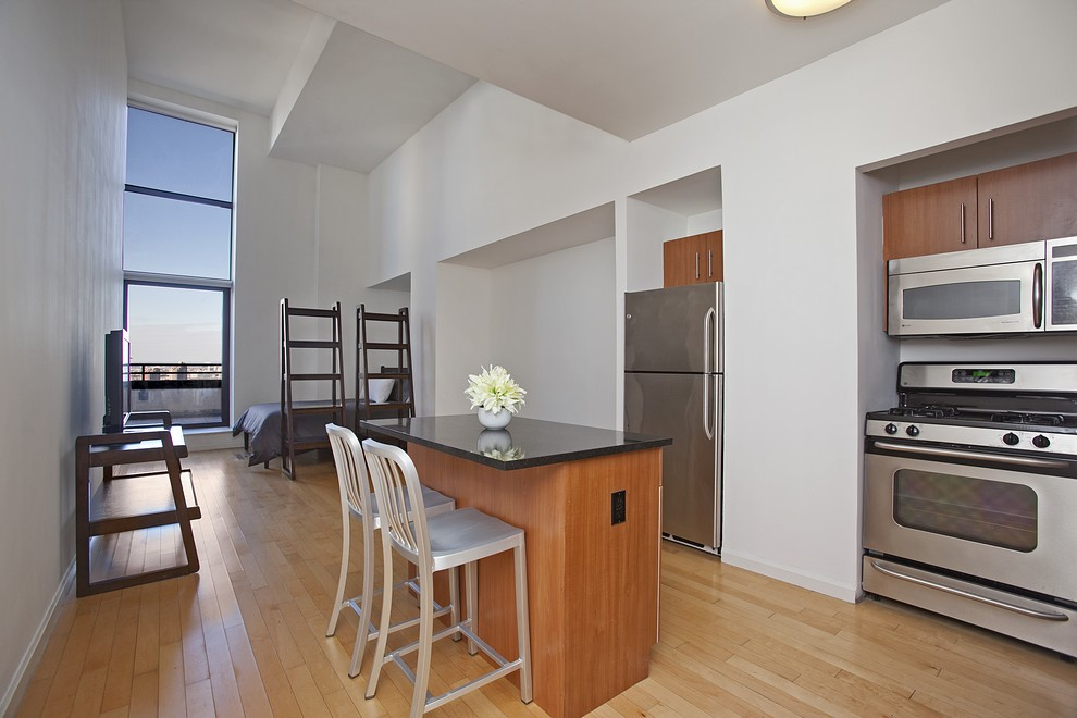 DOWNTOWN ATHLETIC CLUB // 20 WEST STREET // STUDIO LOFT WITH TERRACE // 1  BATHROOM // $3,200/MO >>