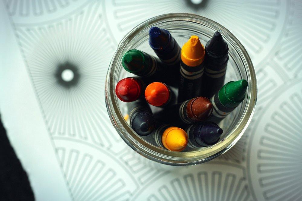 crayons-1444499_1920.jpg