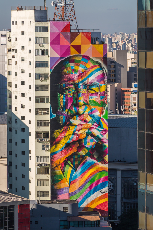 Eduardo Kobra honours Oscar Niemeyer.jpg