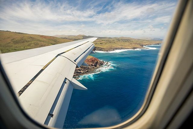 Rapa Nui Landing! #easterIsland one of my favorite landing strips in the world. Was able to jump out and get some great snaps of the team jumping over the plane and a few team photos which are always the most difficult.  Next stop.... 🗿 . . . . . . . . #travel #traveling #vacation #visiting #instatravel #instago #instagood #trip #holiday #photooftheday #fun #travelling #tourism #tourist #instapassport #instatraveling #mytravelgram #travelgram #travelingram #igtravel
