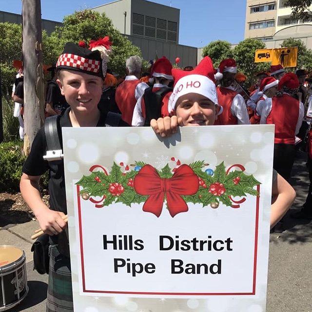 A very Australian (hot) Santa Parade on the weekend 🎅💂♀️ . . #hillsdistrict #pipeband #rousehill #santaparade #santa #christmas #jinglebells #bagpipes #bassdrum #snaredrum #tenordrum #australian #community