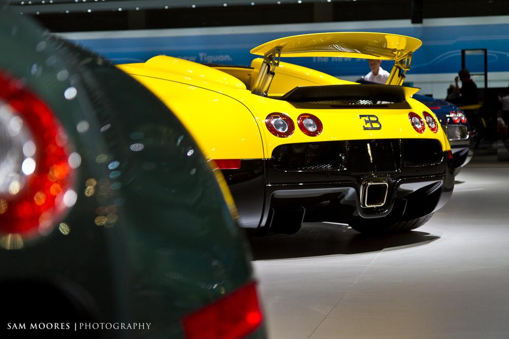 SMoores_11-11-10_Dubai-Motor-Show_0020.jpg