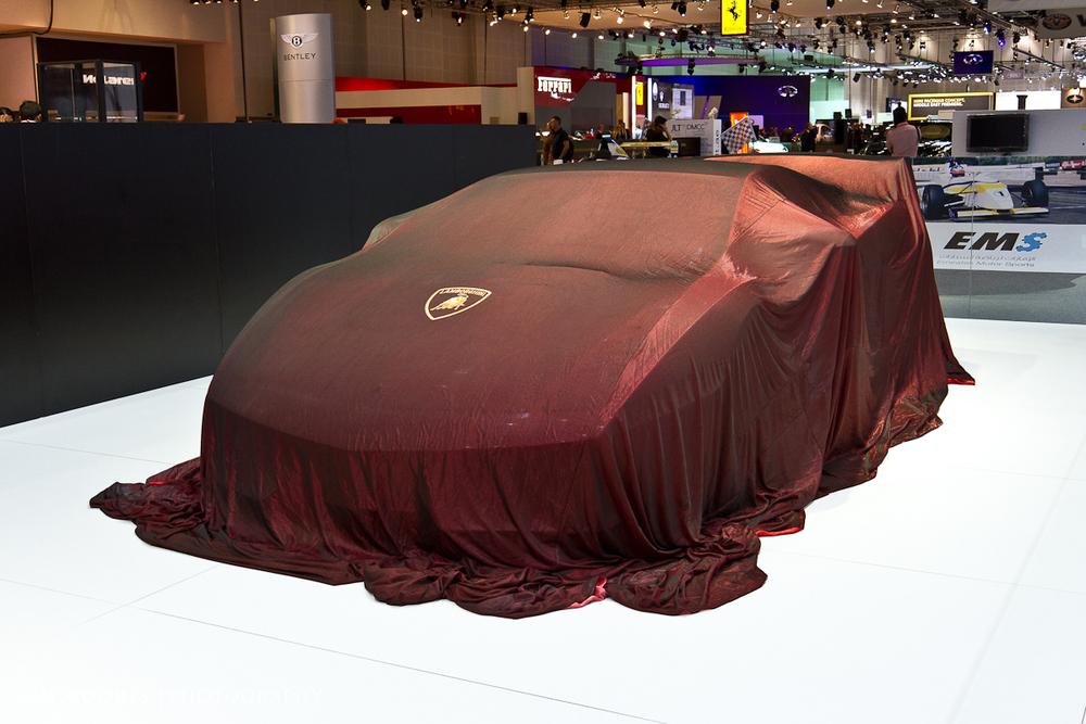 SMoores_11-11-10_Dubai-Motor-Show_0158-1.jpg