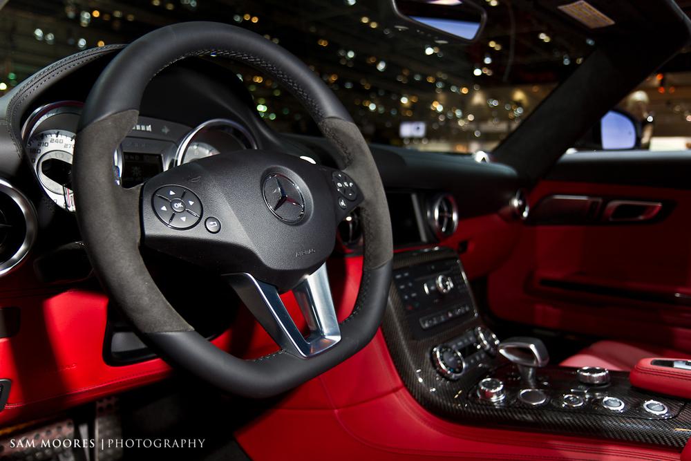 SMoores_11-11-10_Dubai-Motor-Show_0203-1.jpg
