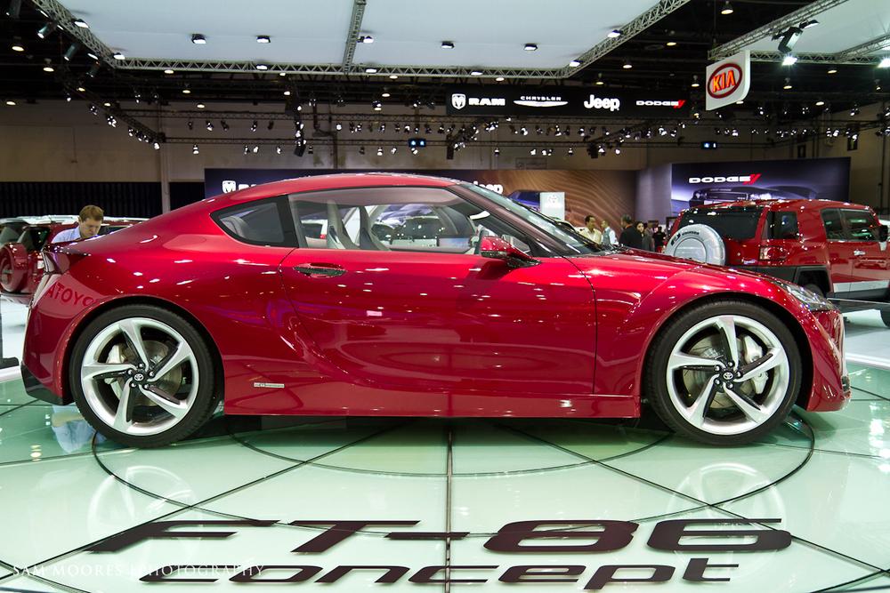 SMoores_11-11-10_Dubai-Motor-Show_0284-1.jpg