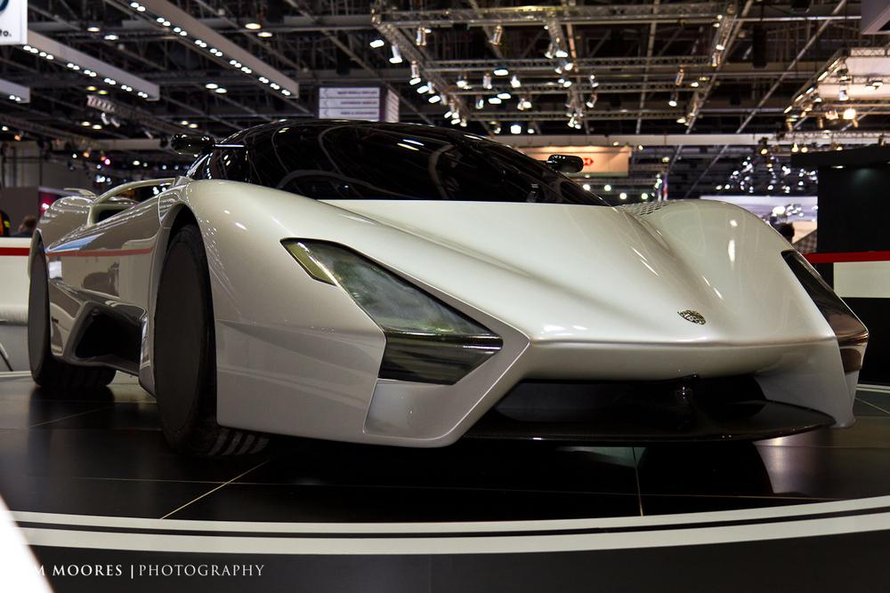 SMoores_11-11-10_Dubai-Motor-Show_0564.jpg