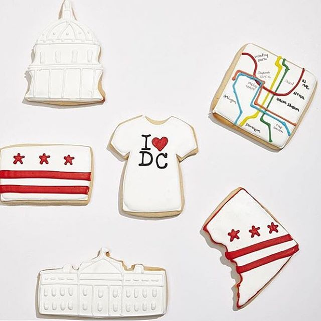 We are SUPER THRILLED to welcome back to #ACADC2016 @districtdesserts - these delicious treats are the perfect local touch to wow your guests - grab a ticket at www.achicaffaironline.com then grab a bite of these oh so perfect sweets!!! #cookies #customcookies #madeindc #dcbride #dcweddings #dcweddingevent #artisan #madewithlove #iheartdc