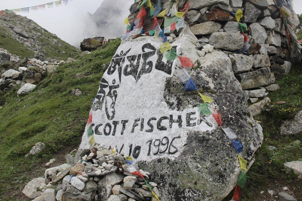 Shorten (memorial) de Scott Fischer, uma das vitimas do Everest, no ano de 1996, que é representado no filme Everest. Tirada em Thokla Pass a 4830 metros de altitude.