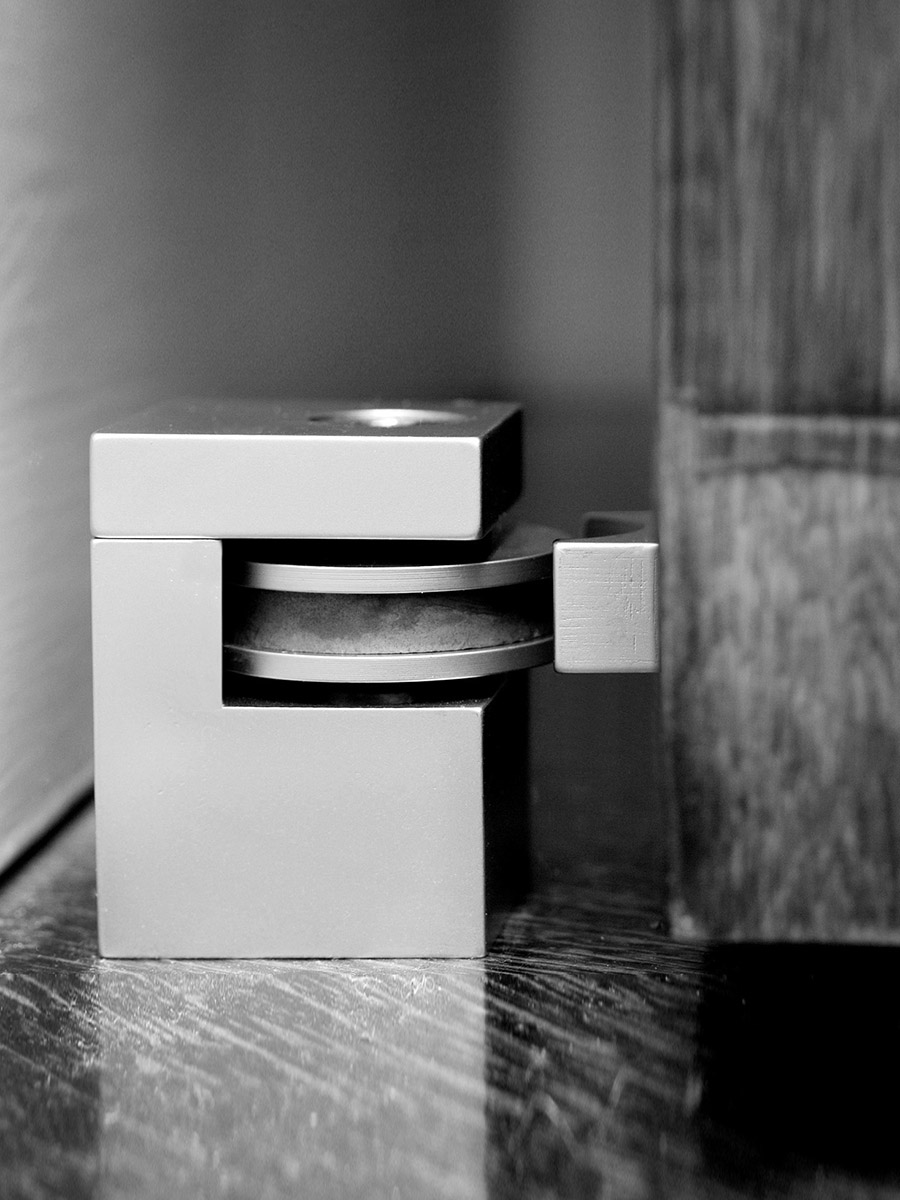 HB 720 : Cube Door Stop with Keeper