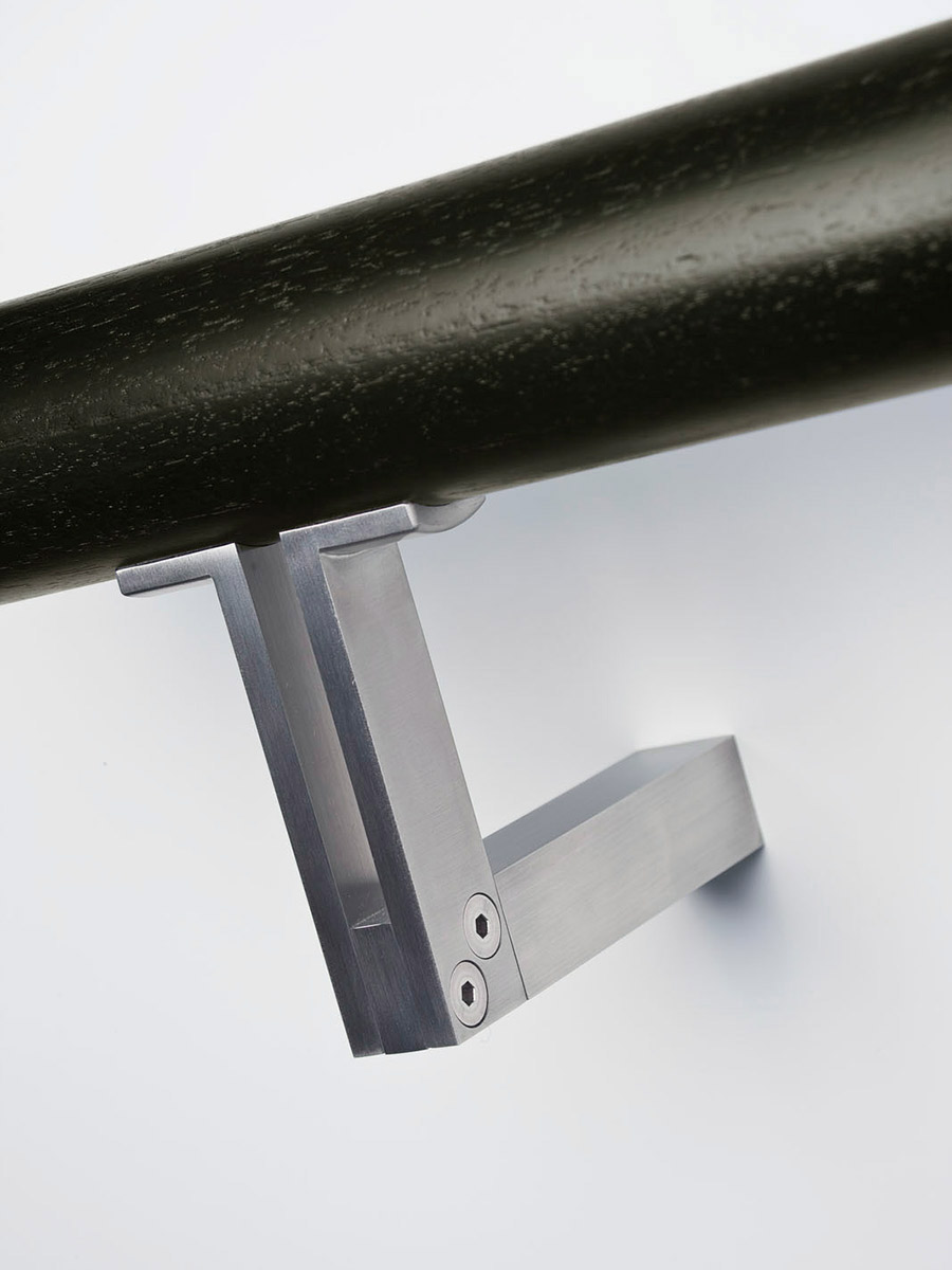 HB 555 : Handrail Bracket