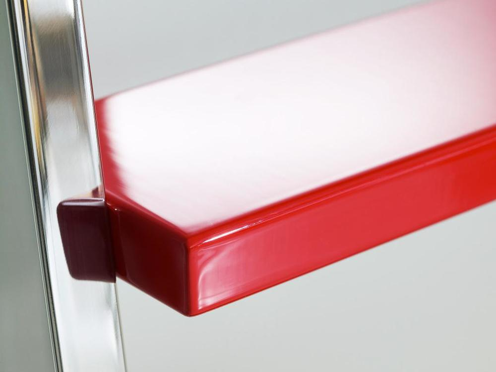 MWE-Powder-Coated_Step_Detail_Red.jpg
