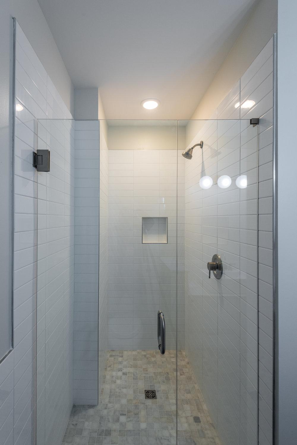 1428 Main bath 2.1.jpg