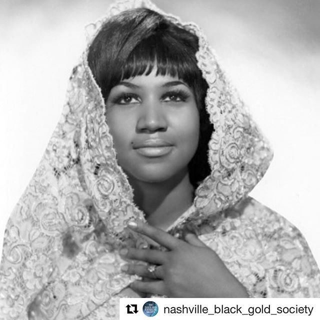 She will forever be the Queen and we will miss her dearly. 💛💛💛 #Repost @nashville_black_gold_society with @get_repost ・・・ One Step Ahead 🙏🏼 #rip #queen #queenofsoul #aretha #arethafranklin