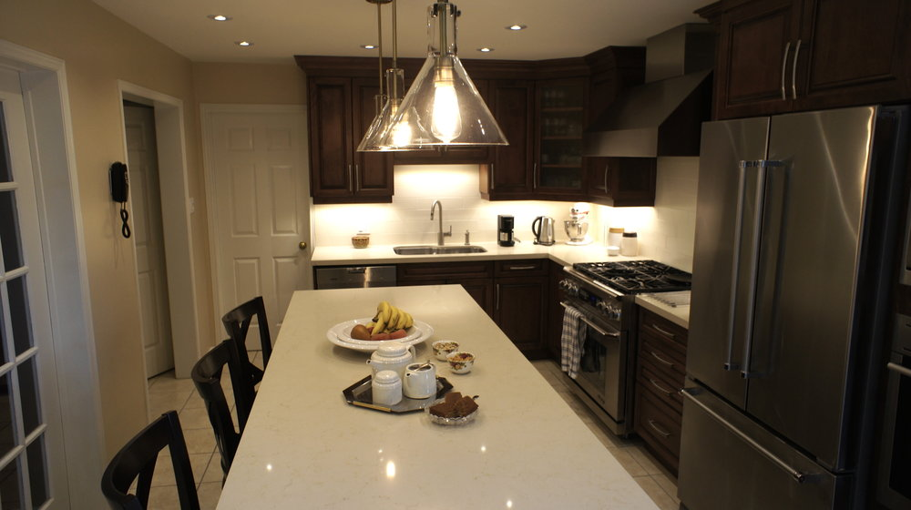 Spacious traditional kitchen serving area.jpg