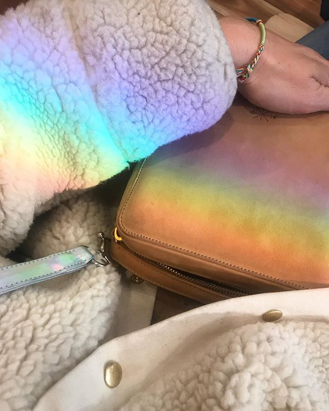 Blessed by the winter rainbow. Lady Box with removable hologram strap? Yes? Anyone? (Thanks to @heimstone for our warm foufoune)