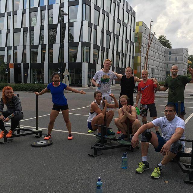Crossfit Oslo Strongman class finishing of a fun partner wod. 10RFT:  200m bear hug sandbag carry  40m prowler push @ body weight #crossfitoslo #onthegrind #nydalen #getoutsideandplay