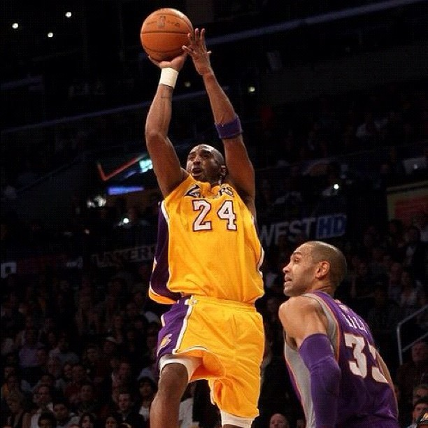 #lakers had 99 points and Phoenix ain't WON. #kobe #flying 48 points.  (Taken with  instagram )