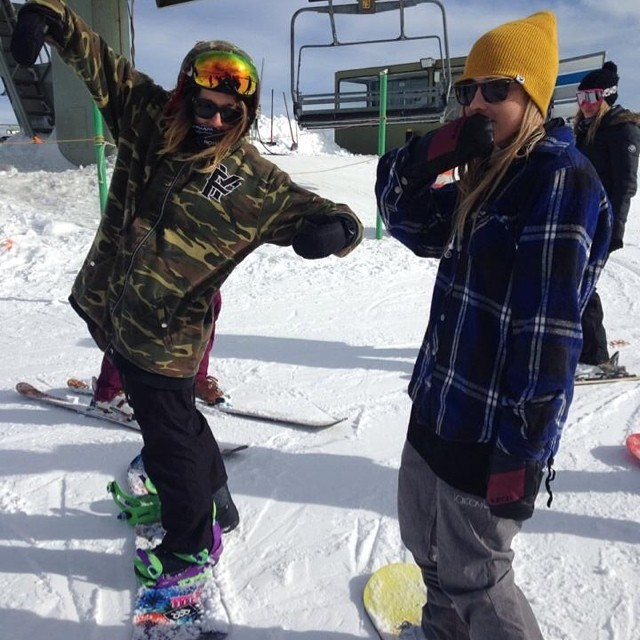 Ain't nothin' but a G THANG!  #snowboarding #fuckahashtagyoumad #bluebird #chicksshredd #aintnonodygottimeforafilter