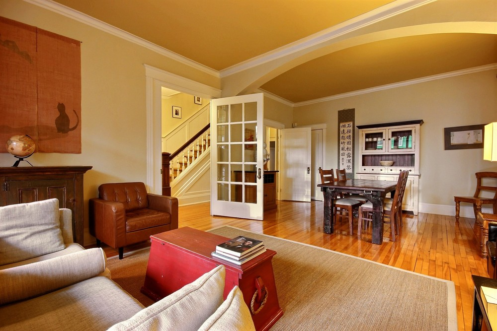 salon/living room 1045bourlamaque.com