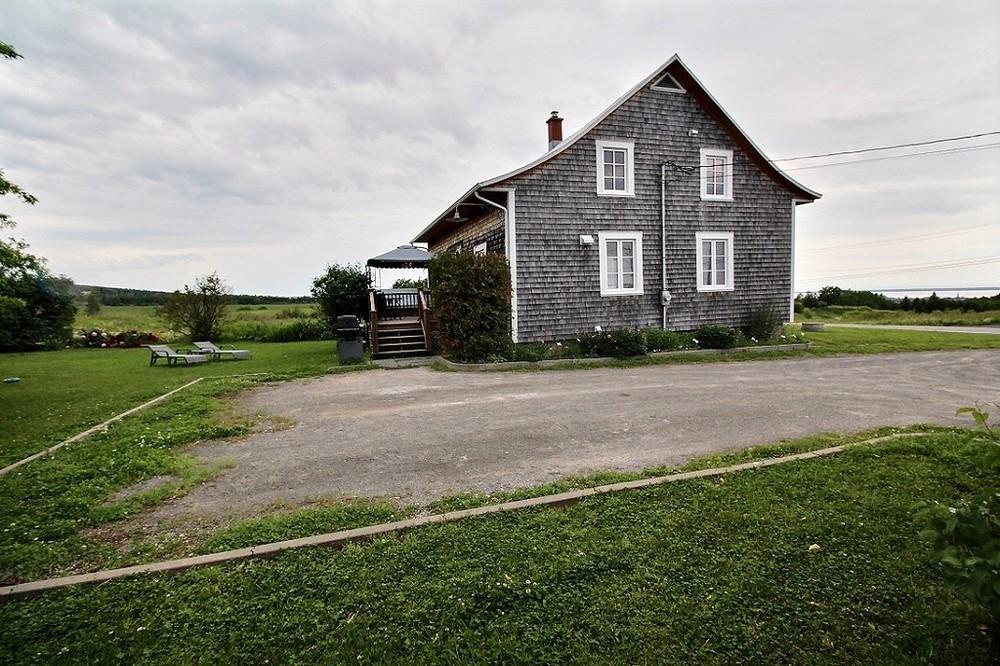 maison-rimouski-219-chemin-du-sommet-stationnement