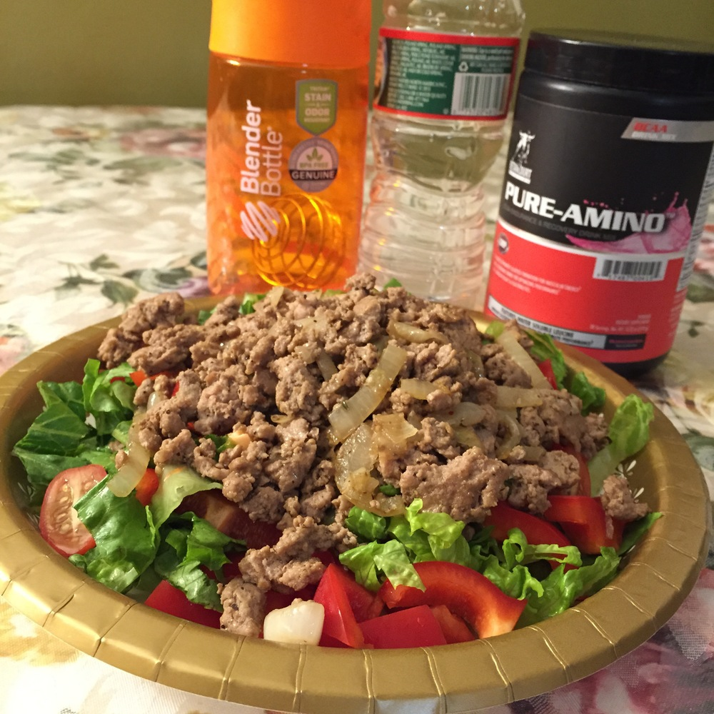 This here is 2 servings of 95% Lean Ground Turkey on a bed of thinly sliced lettuce, red bell peppers, and grape tomatoes... and yes I ate the WHOLE thing, guilt-free! Let me show you how to do it too!