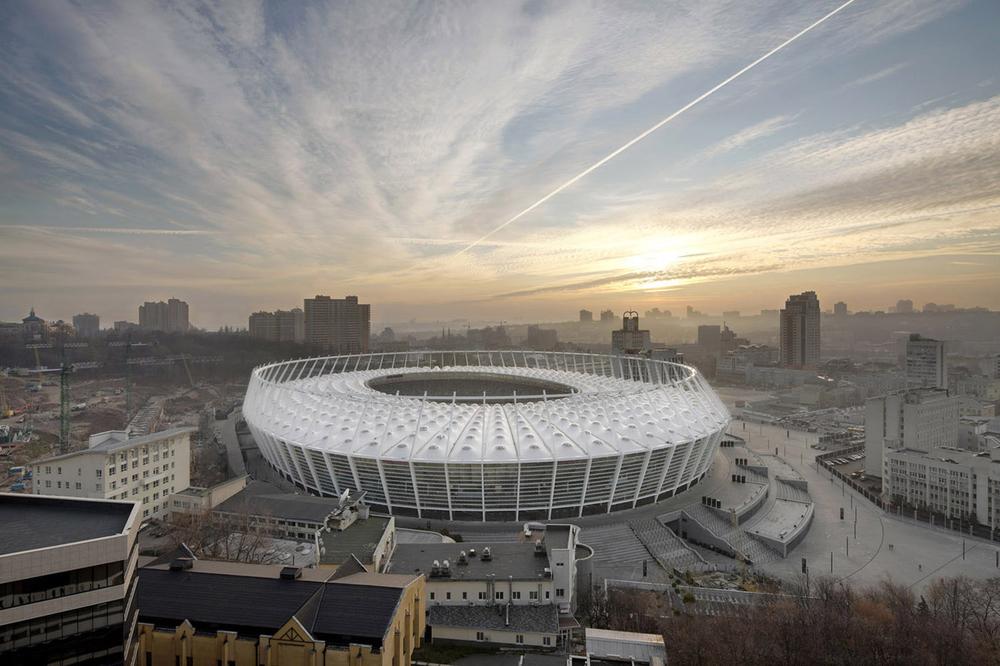 Acima, estádio olímpico de Kiev - Ucrânia, um de nossos projetos de linhas de distribuição