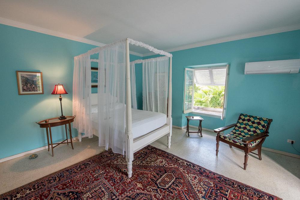 Blue Room -