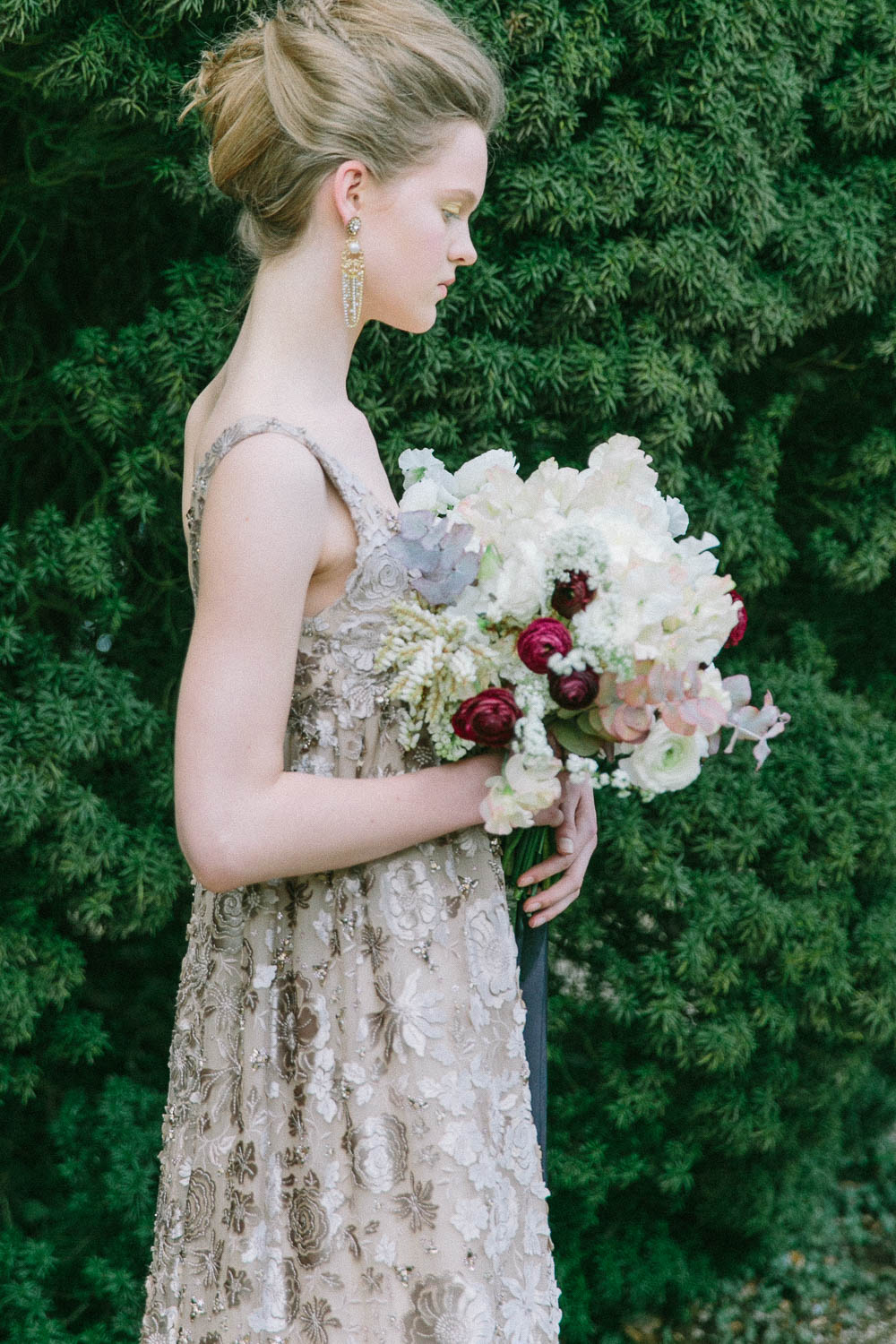 The Fantastic Scenery Was Crowned By This Elegant Gold Lace Vera Wang Wedding Dress Great Models And Beautiful Hand Crafted Jewelry Please Have A Look