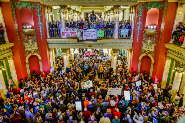 Hundreds of public lands supporters gathered at the Montana State Capitol on January 11 for the Rally for Public Lands. (Photo Eliza Wiley.)