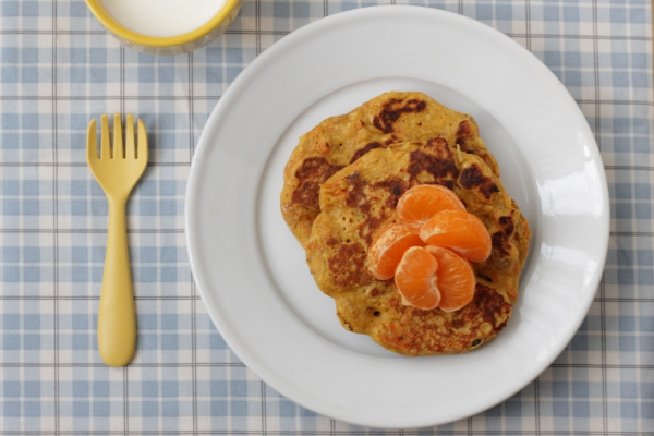 Carrot Cake Pancakes with Yogurt via yummytoddlerfood.com