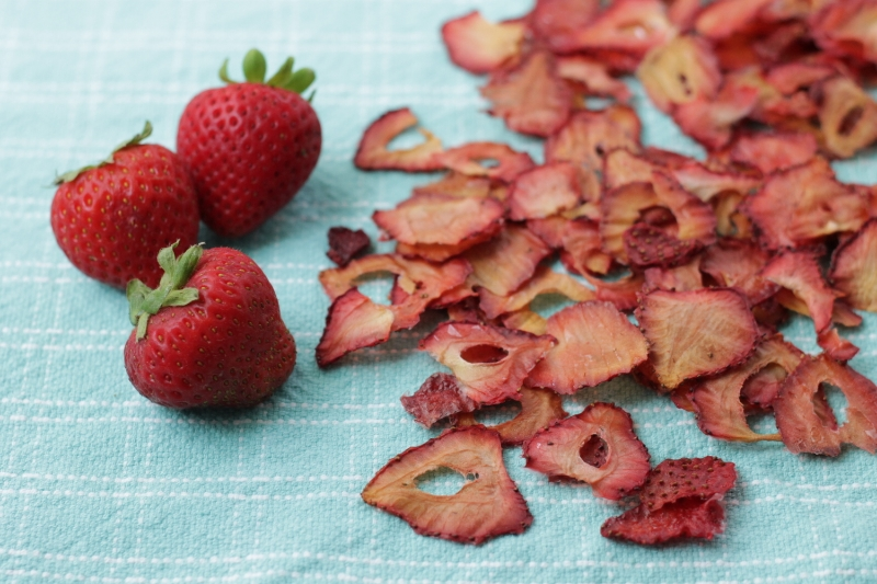 Oven-dried Strawberries from yummytoddlerfood.com