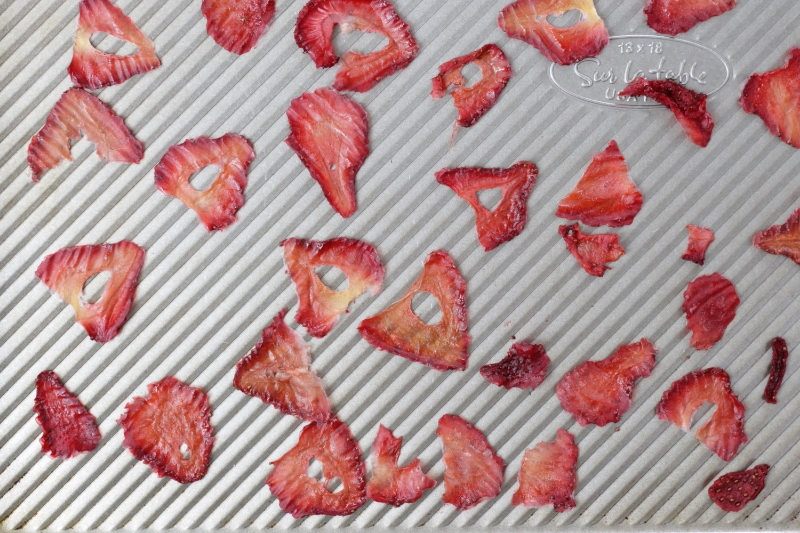 Easy Oven-Dried Strawberries via yummytoddlerfood.com