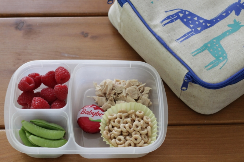 Yummy Toddler Lunch: Chicken, Cereal, Raspberries, Snap Peas l yummytoddlerfood.com