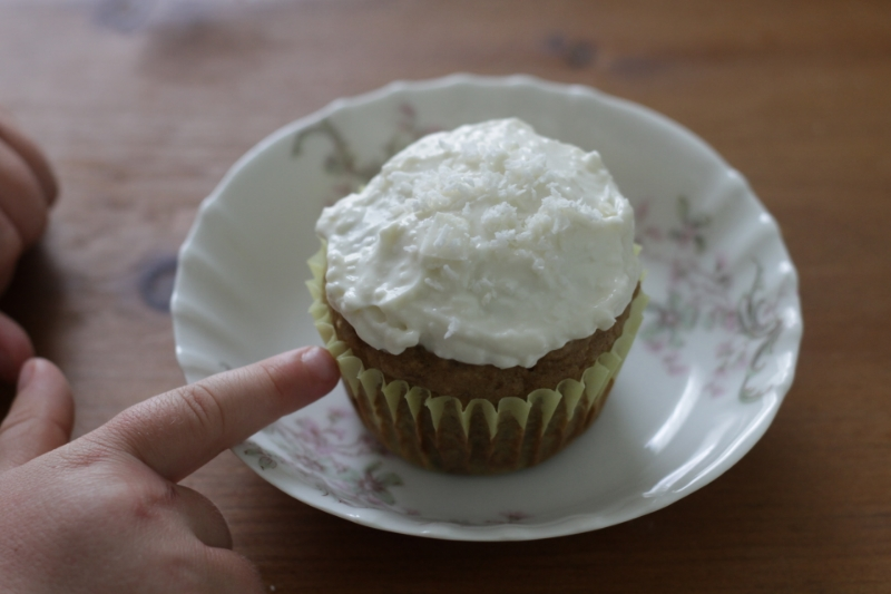 Zucchini Cupcakes with Creamy Frosting l yummytoddlerfood.com