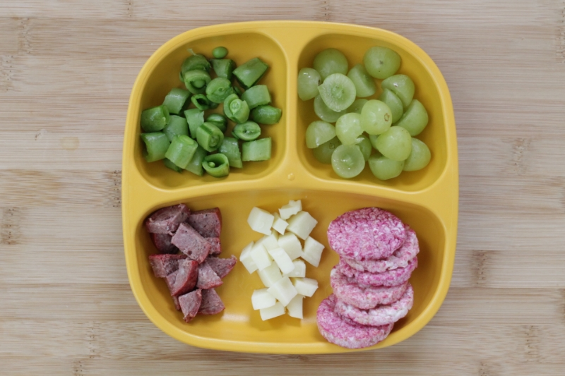 No-Cook Toddler Dinner Idea: Cheese, Summer Sausage and More l yummytoddlerfood.com