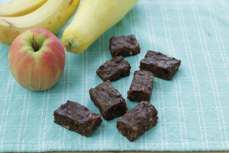 Healthy Brownie Recipe with apple, zucchini, and summer squash l yummytoddlerfood.com