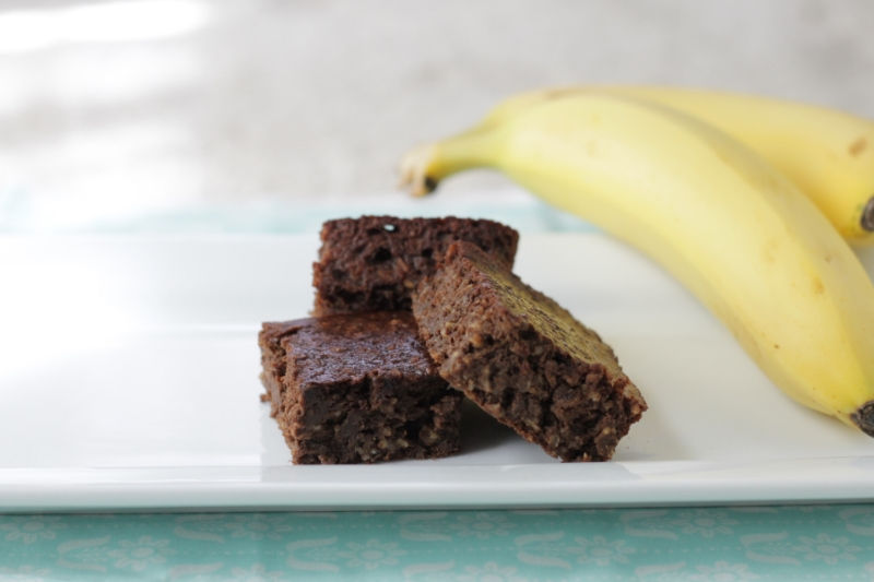 Healthy One-Bowl Banana Brownie Recipe l yummytoddlerfood.com