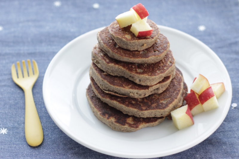 Super fluffy applesauce pancakes (an easy gluten free recipe that the whole family will love)